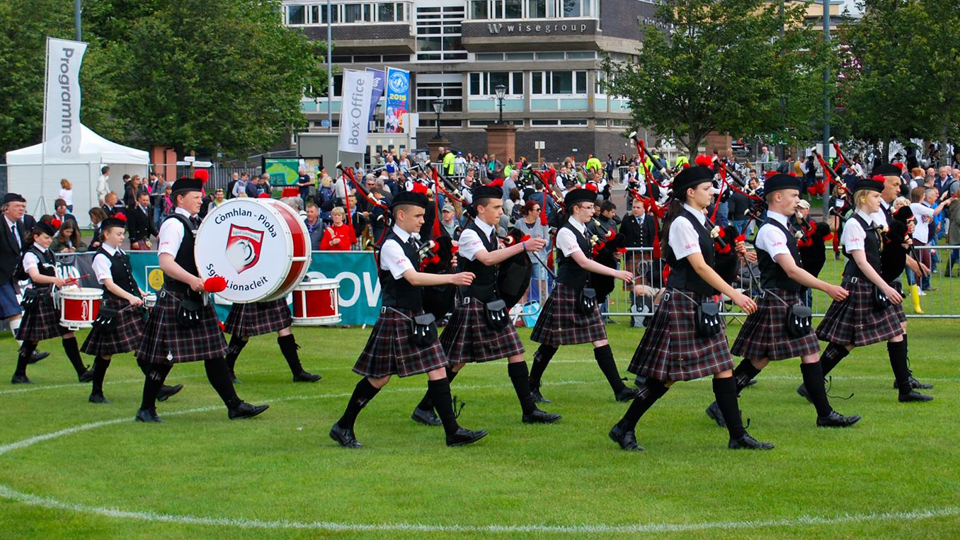 Sgoil Lionaleit Pipe Band.